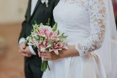 Bröllopbukett från lilja arkivfoton