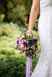 bröllopbukett i handen av bruden Fotografering för Bildbyråer