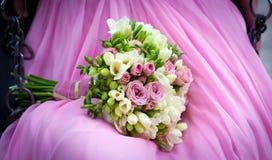 Bröllopbukett med fresiablommor Arkivfoton