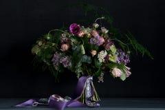 Bröllopbukett med lilan Royaltyfri Bild
