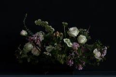 Bröllopbukett med lilan Arkivfoto