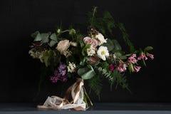 Bröllopbukett med lilan Royaltyfria Foton