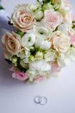 Bröllopbukett på tabellen med cirklar Royaltyfri Foto