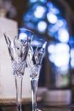 Bröllopchampagneexponeringsglas för brud och brudgum Arkivfoto