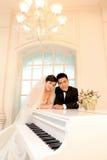 Bröllopdag av unga asiatiska par Royaltyfri Foto