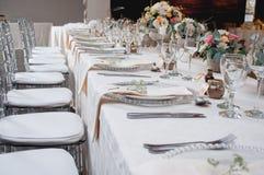 Bröllopdekor på den huvudsakliga tabellen Arkivbild