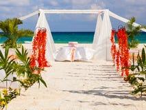 Bröllopförberedelse på den mexicanska stranden Fotografering för Bildbyråer