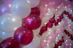 Bröllopgarnering, färgrika ballonger arkivbild