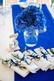 Bröllopgarneringar på brölloptabellen Royaltyfria Bilder