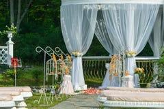 Bröllopgarneringceremoni Arkivfoto