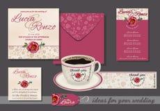 Bröllopinbjudan med den röda rosen och små blommor, med inbjudan, kuvert, ställekort, menyer Arkivfoton