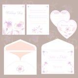 Bröllopinbjudankort och kuvert, fastställd elegant flora för bröllop Arkivfoto