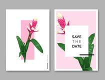 Bröllopinbjudanmall med blommor och palmblad Tropisk blom- räddning datumkortet Exotisk blommadesign stock illustrationer