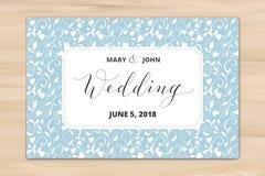 Bröllopkortet med hjärtor mönstrar bakgrund, inbjudanmall Skriftlig beställnings- kalligrafi för hand arkivfoto