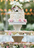Bröllopmuffinkaka Royaltyfri Foto