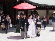 Bröllopparti i Meiji Shrine, Tokyo, Japan Fotografering för Bildbyråer
