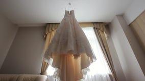 Bröllopsklänning i rum