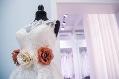 Bröllopsklänning på en docka Royaltyfria Foton