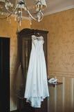 Bröllopsklänning på en hängare 2141 Royaltyfria Bilder