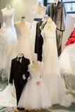 Bröllopsklänningar arkivfoton