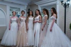 Bröllopslagsmål en utställning i Kirov Ryssland arkivbild