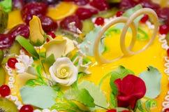Bröllopstårta closeup arkivfoton