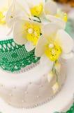 Bröllopstårta kaka för att gifta sig garnering på kakan Fotografering för Bildbyråer