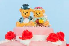 Bröllopstårta med björnar Royaltyfri Foto