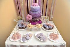 Bröllopstårta och sötsaker arkivbild