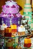 Bröllopstårta som dekoreras special. Detalj 30 Arkivfoton