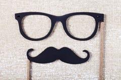 Bröllopstöttor mustasch och exponeringsglas Arkivbilder