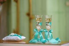 Bröllopstemware med champagne Royaltyfria Bilder