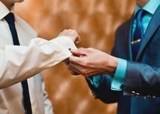 Brölloptillbehör för brudgum Arkivfoton