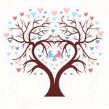 Bröllopträdet i formen av en hjärta med två fåglar Arkivbilder