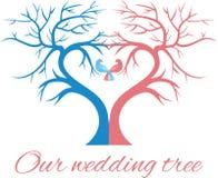 Bröllopträdet i formen en hjärta med två fåglar Arkivbild