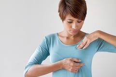 Bröstcancersjälvkontroll Fotografering för Bildbyråer