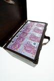Bröstkorg med eurosedlar. finanskris, Arkivfoto