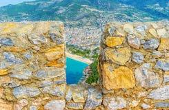 Bröstvärnet av den Alanya fästningen Royaltyfri Fotografi