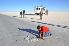 Bröt Bolivians saltar kristaller Fotografering för Bildbyråer
