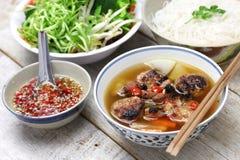 Brötchen cha, vietnamesischer Nudelteller stockfotos