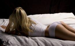 Brötchen im Bett Lizenzfreie Stockfotos