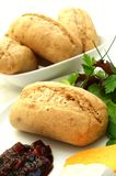 Brötchen mit Käse und Essiggurke Lizenzfreies Stockbild
