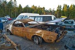 Brûlé à l'extérieur et véhicule rouillé Photographie stock