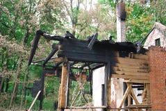 Brûlé en bas de la maison Photo libre de droits