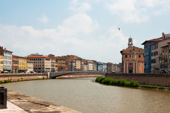Brücke über dem Arno-Fluss stockbild