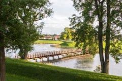 Brücke über dem Burggraben, in der alten Stadt in Fredrikstad, Norwegen Lizenzfreie Stockfotografie