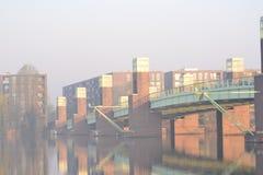 Brücke über dem Fluss Lizenzfreies Stockfoto