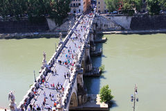 Brücke über dem Fluss Stockbilder
