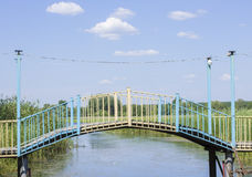 Brücke über dem Fluss Lizenzfreie Stockfotos
