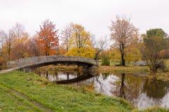 Brücke über dem Fluss Lizenzfreies Stockbild